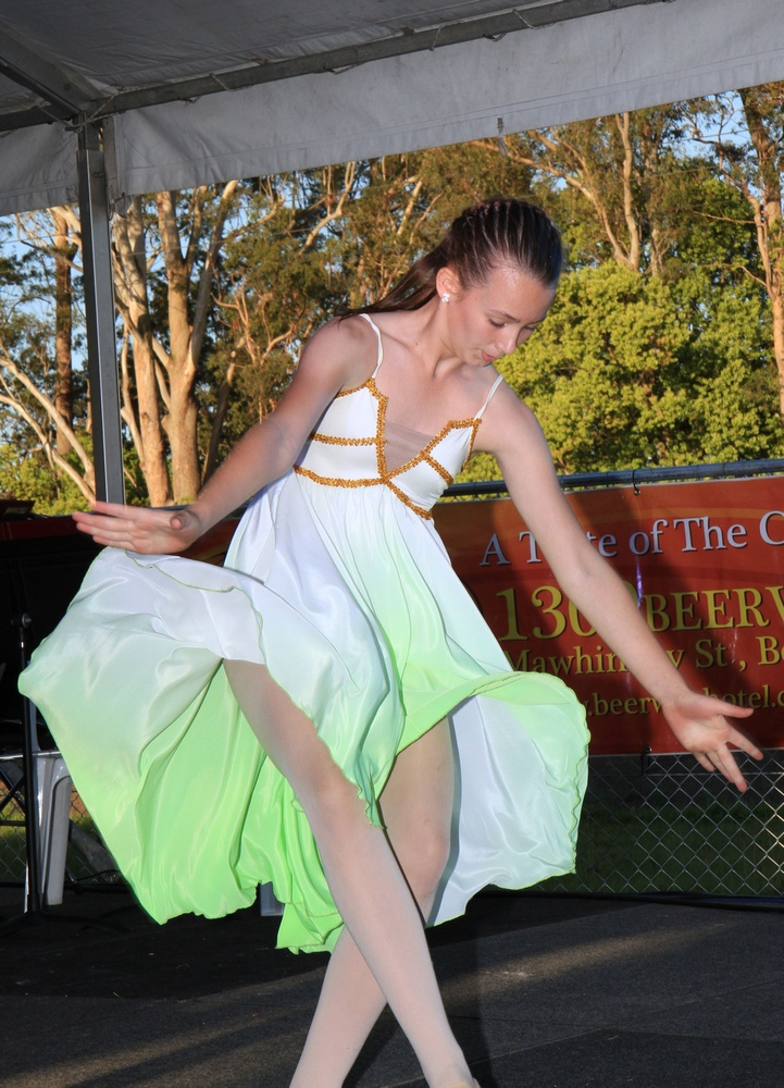 Dancer in Beerwah Street Party 2014