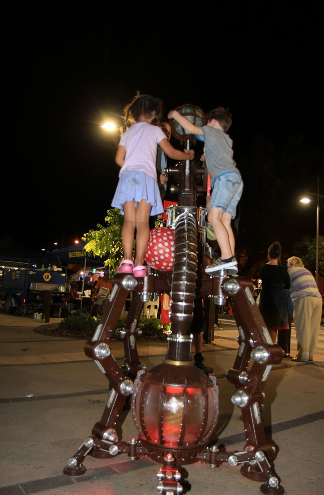 Fun on the Beerwah Street Sculpture 2014